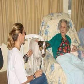 Casa Emilien Lacay – Cruzada do Menor recebe visita de cães terapeutas neste sábado